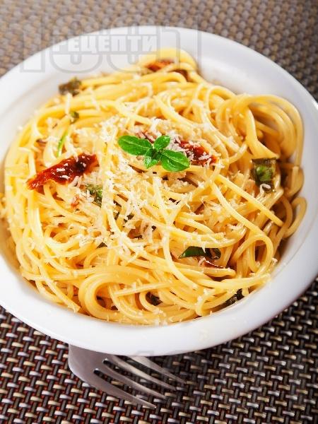 Спагети с аншоа и сушени домати - снимка на рецептата